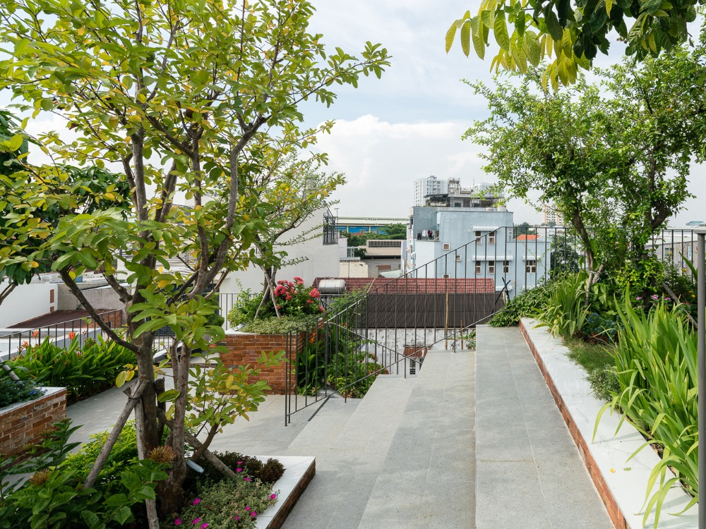 The garden, 150 meter square, is filled with fruit trees, vegetables and other plants with an automatic watering system, so home owner do not have to spend a lot of time taking care of their greenery.