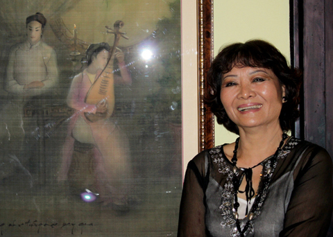 Ngoc Mai and Cung Dan Bac Menh painting. Photo by VnExpress/Thoai Ha.