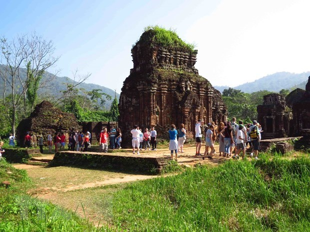 Vietnam welcomes over 3.8 million foreign tourists in 10 months hinh anh 1