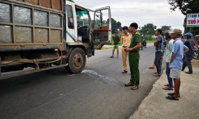 Truck runs over two school girls in southern Vietnam