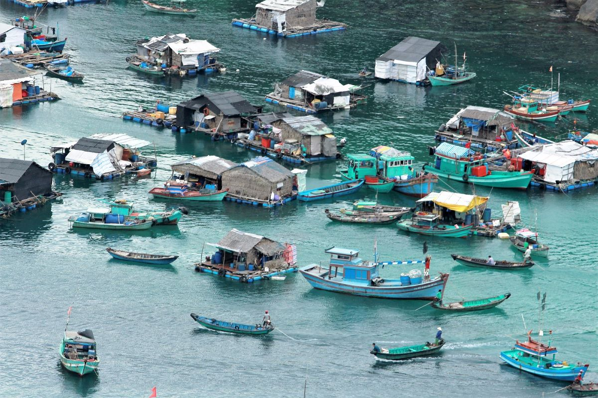 The island has 2,000 inhabitants mostly in the Bai Dong and Bai Ngu areas. They earn a living by farming fish. Violent winds and storms during the monsoon force them to move back and forth between the two places, hence the nickname 'wind escape island.' Photo courtesy of Nguyen Van.