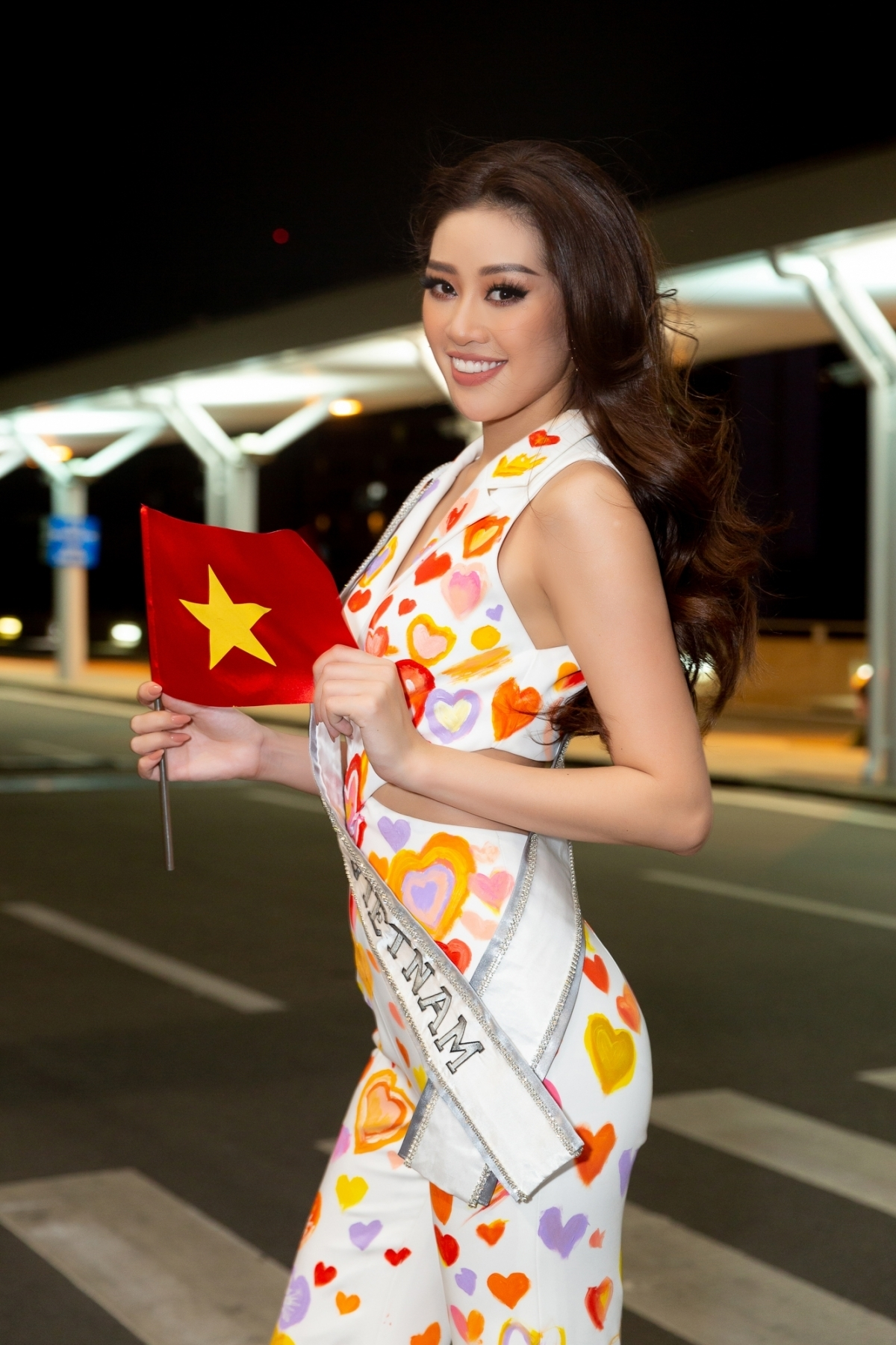 Khanh Van departs for Miss Universe 2021 pageant in US