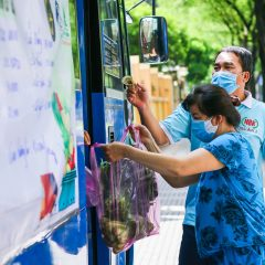 Ho Chi Minh City buses remodeled into mobile grocery stores to address veggie shortage