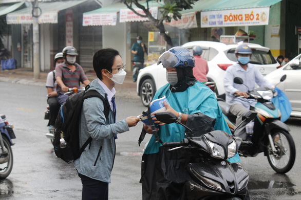 A student and his parent on the way to a venue of the national high school graduation exam in Can Tho City, July 7, 2021. Photo: Chi Cong / Tuoi Tre