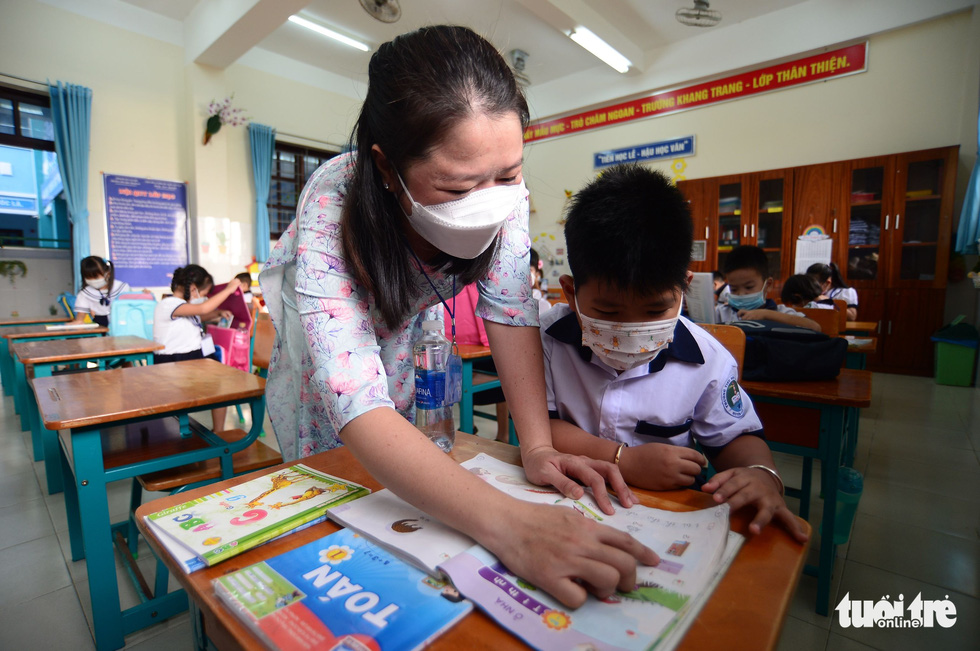 Students attend a class in Thanh An Commune, Can Gio District, Ho Chi Minh City, October 20, 2021. Photo: Quang Dinh / Tuoi Tre