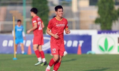 Vietnamese footballer wins AFC's player of the month title hinh anh 1
